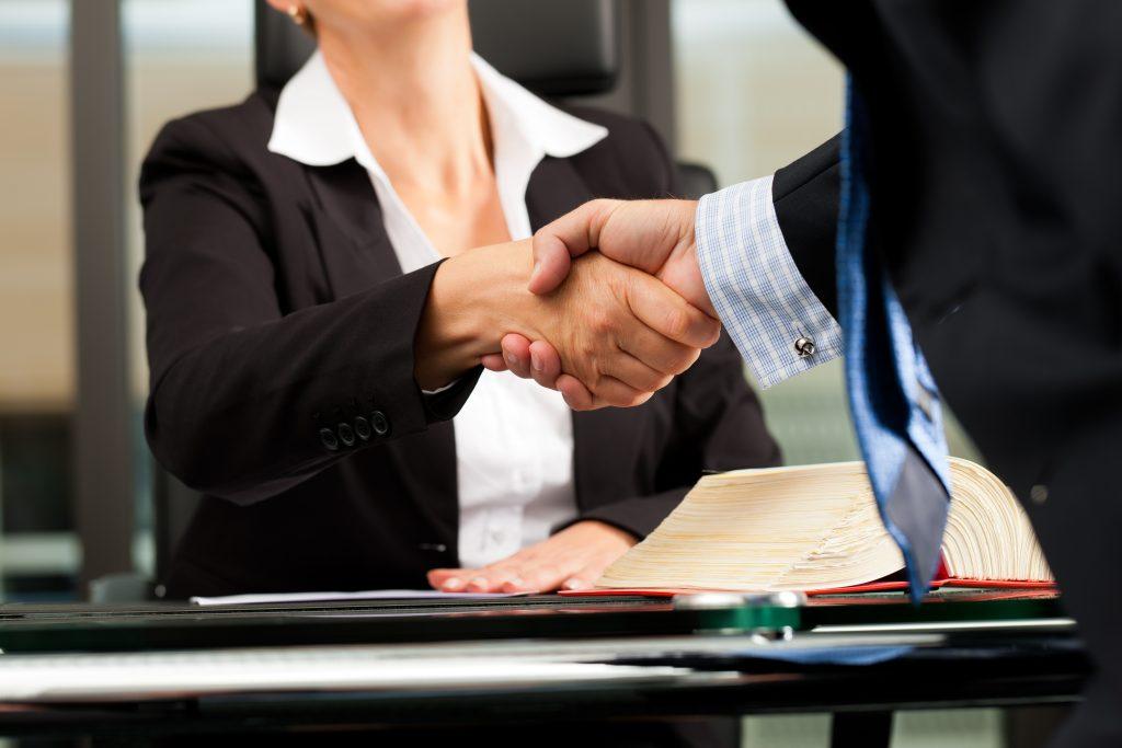 La Mejor Firma Legal de Abogados en Español de Acuerdos en Casos de Compensación Laboral, Mayor Compensación de Pago Adelantado en Chicago IL